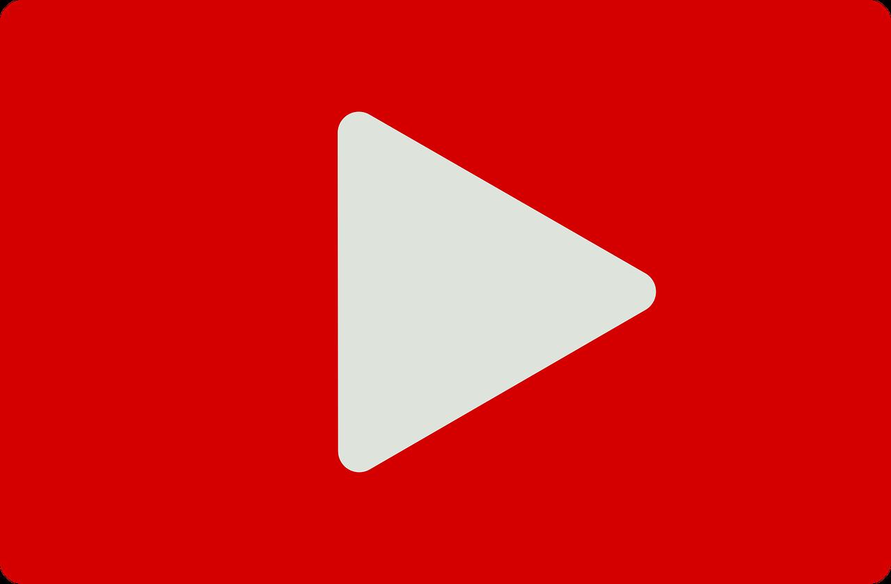 Arte com logo do YouTube. Há um triângulo branco com a ponta virada para o lado direito da imagem, centralizado em um fundo vermelho.