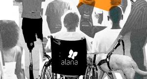 Arte com fotos em preto e branco de pessoas com e sem deficiência e um desenho geométrico na cor laranja na parte superior.