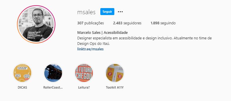 Reprodução da área inicial do perfil do Marcelo Sales no Instagram. Na área esquerda, há uma foto do Marcelo em preto e branco. Ele sorri.